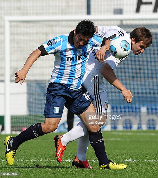 Mauro Camoranesi of Racing in action during a match between Estudiantes and Racing Club as part of 11th round of Torneo Inicial 2013 at Centenario...