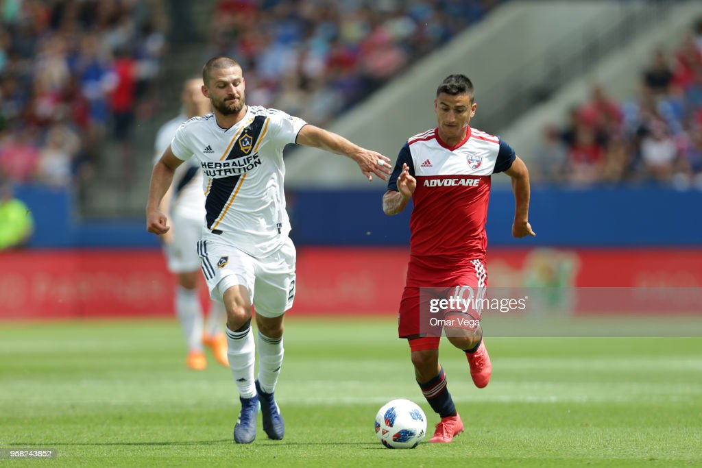 FC Dallas v LA Galaxy - Major Soccer League : News Photo