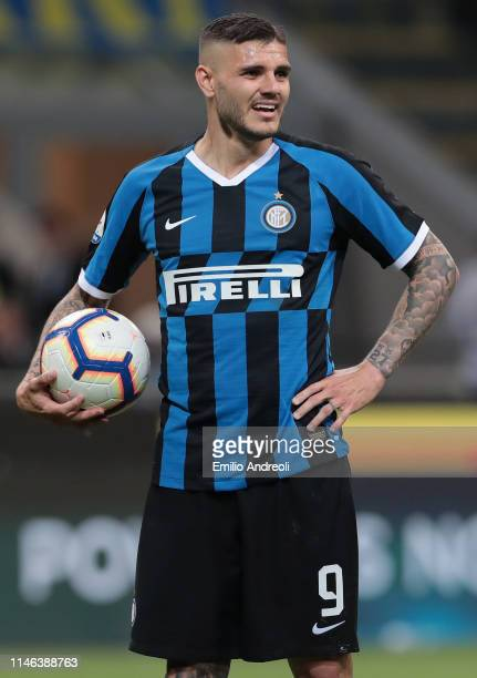 Mauro Emanuel Icardi of FC Internazionale looks dejected during the Serie A match between FC Internazionale and Empoli FC at Stadio Giuseppe Meazza...