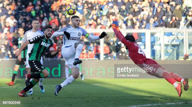 Mauro Emanuel Icardi of FC Internazionale Milano controls the ball during the serie A match between US Sassuolo and FC Internazionale at Mapei...