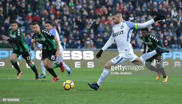 Mauro Emanuel Icardi of FC Internazionale Milano misses a penalty kick during the serie A match between US Sassuolo and FC Internazionale at Mapei...