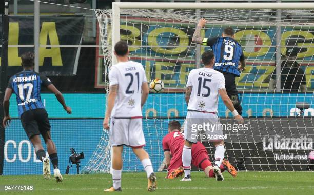 Mauro Emanuel Icardi of FC Internazionale Milano scores his goal during the serie A match between FC Internazionale and Cagliari Calcio at Stadio...
