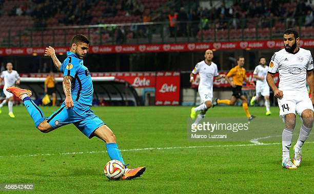 Mauro Emanuel Icardi of FC Internazionale Milano scores the second goal during the UEFA Europa League group F match between FC Internazionale Milano...