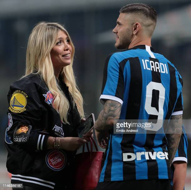 Mauro Emanuel Icardi of FC Internazionale speaks with his wife Wanda Nara at the end of the Serie A match between FC Internazionale and Empoli FC at...