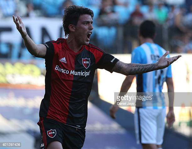 Mauro Formica of Newell's Old Boys celebrates after scoring during a match between Racing Club and Newell's Old Boys as part of Torneo Primera...