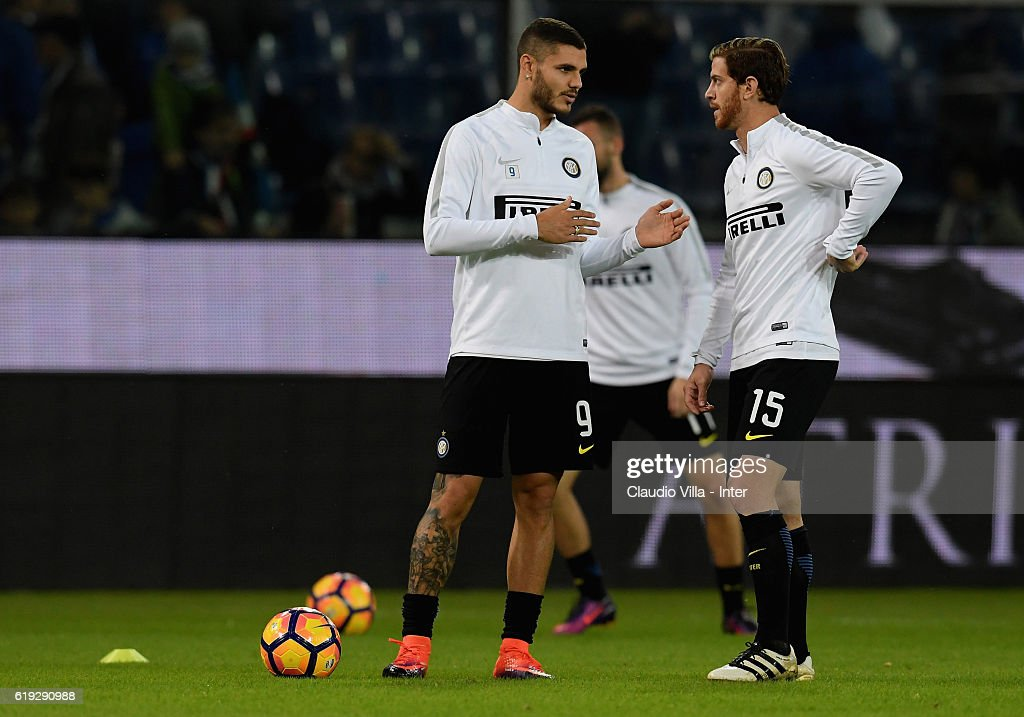 Mauro Icardi (L) and Cristian Ansaldi of FC Internazionale chat prior to the Serie A match between UC Sampdoria and FC Internazionale at Stadio Luigi Ferraris on October 30, 2016 in Genoa, Italy.