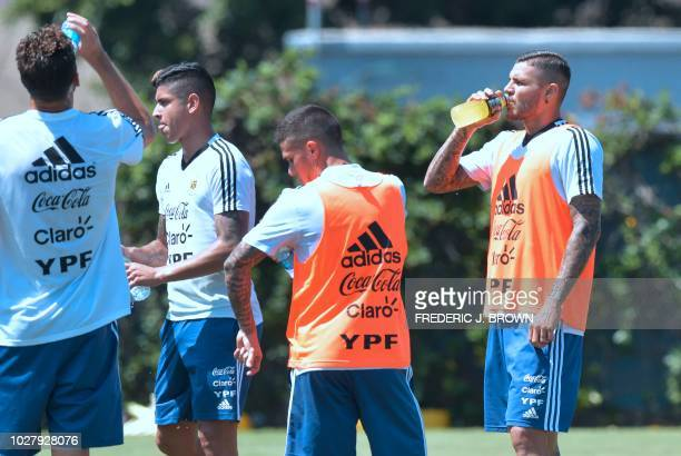 Mauro Icardi and his Argentina teammates take a water breakduring a training session in Carson California on September 6 ahead of the international...