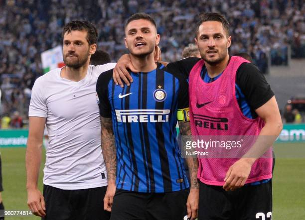 Mauro Icardi celebrates the victory with Antonio Candreva Danilo D'Ambrosio after the Italian Serie A football match between SS Lazio and FC Inter at...