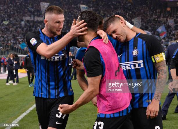 Mauro Icardi celebrates the victory with Milan Skriniar Danilo D'Ambrosio after the Italian Serie A football match between SS Lazio and FC Inter at...