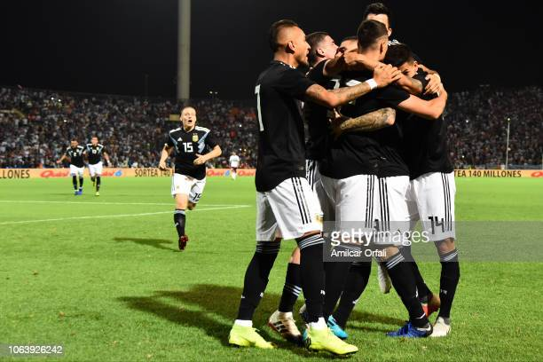 Mauro Icardi of Argentina celebrates with teammates after scoring the first goal of his team during a friendly match between Argentina and Mexico at...