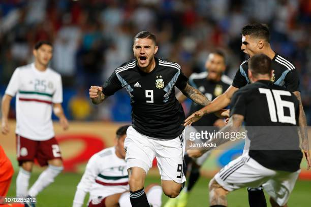 Mauro Icardi of Argentina celebrates with teammates after scoring the fist goal of his team during a friendly match between Argentina and Mexico at...