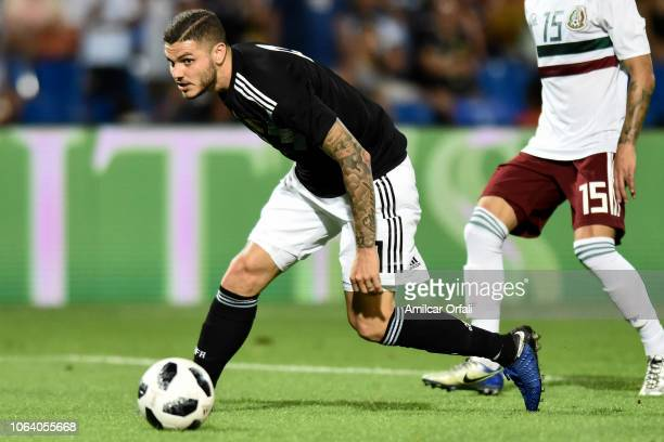Mauro Icardi of Argentina controls the ball during a friendly match between Argentina and Mexico at Malvinas Argentinas Stadium on November 20 2018...