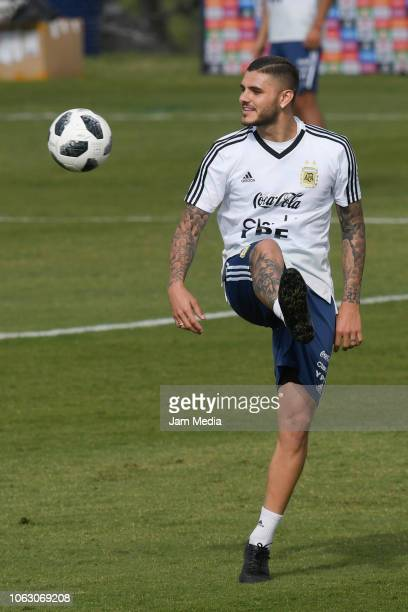 Mauro Icardi of Argentina controls the ball during training session ahead of the international friendly match against Mexico on November 17 2018 in...