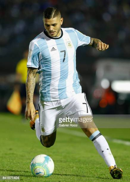Mauro Icardi of Argentina drives the ball during a match between Uruguay and Argentina as part of FIFA 2018 World Cup Qualifiers at Centenario...
