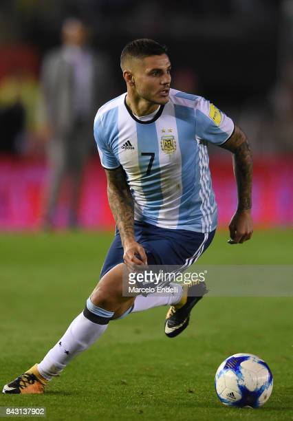 Mauro Icardi of Argentina drives the ball during a match between Argentina and Venezuela as part of FIFA 2018 World Cup Qualifiers at Monumental...