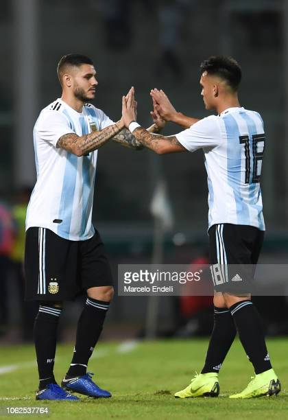 Mauro Icardi of Argentina enters the field as teammate Lautaro Martinez leaves during a friendly match between Argentina and Mexico at Mario Kempes...