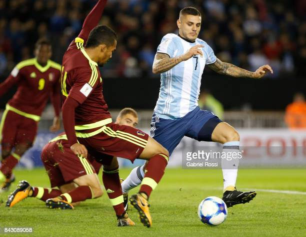 Mauro Icardi of Argentina fights for the ball with Yangel Herrera of Venezuela during a match between Argentina and Venezuela as part of FIFA 2018...