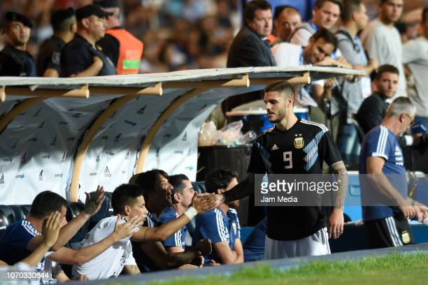 Mauro Icardi of Argentina gestures after leaving the field during a friendly match between Argentina and Mexico at Malvinas Argentinas Stadium on...