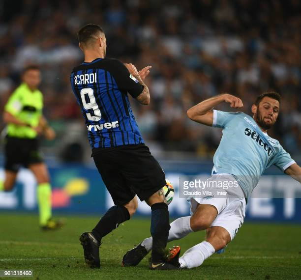 Mauro Icardi of FC Internazionale and Stefan de Vrij of SS Lazio compete for the ball during the serie A match between SS Lazio and FC Internazionale...