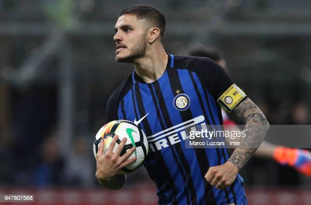 Mauro Icardi of FC Internazionale celebrates after scoring the second goal during the serie A match between FC Internazionale and Cagliari Calcio at...