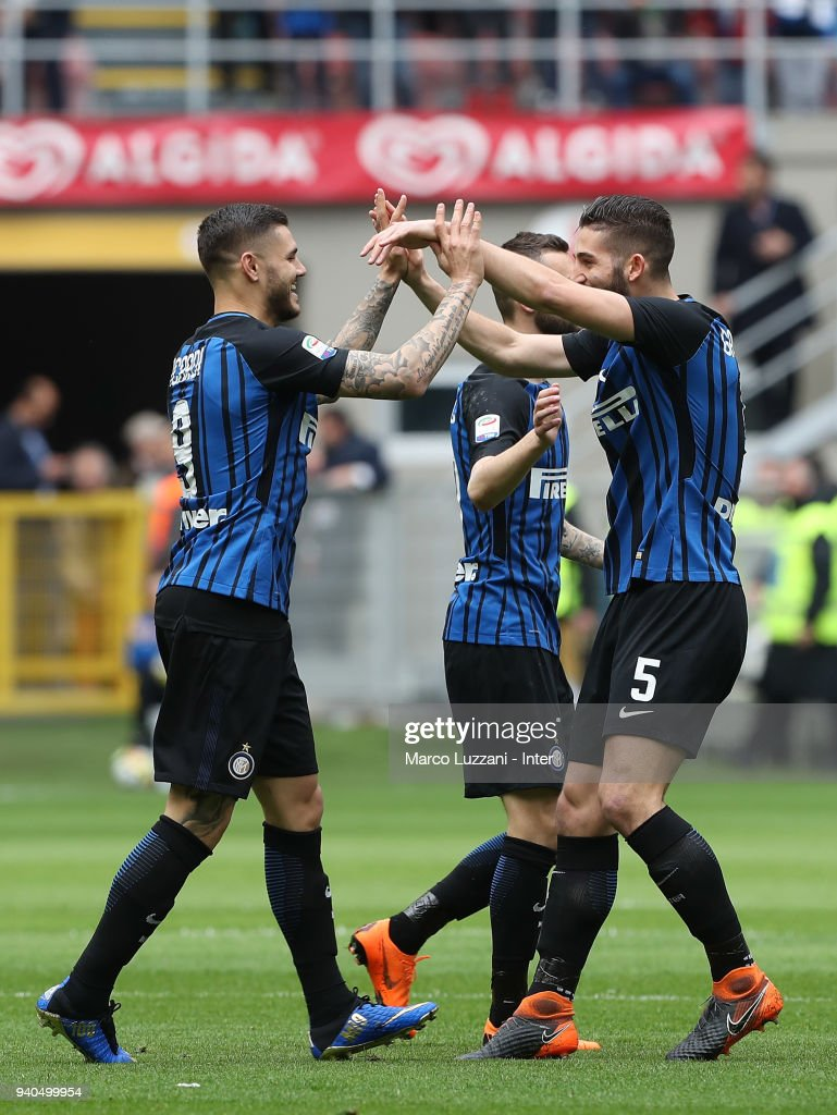 Mauro Icardi of FC Internazionale celebrates with Roberto Gagliardini after scoring the opening goal during the serie A match between FC Internazionale and Hellas Verona FC at Stadio Giuseppe Meazza on March 31, 2018 in Milan, Italy.