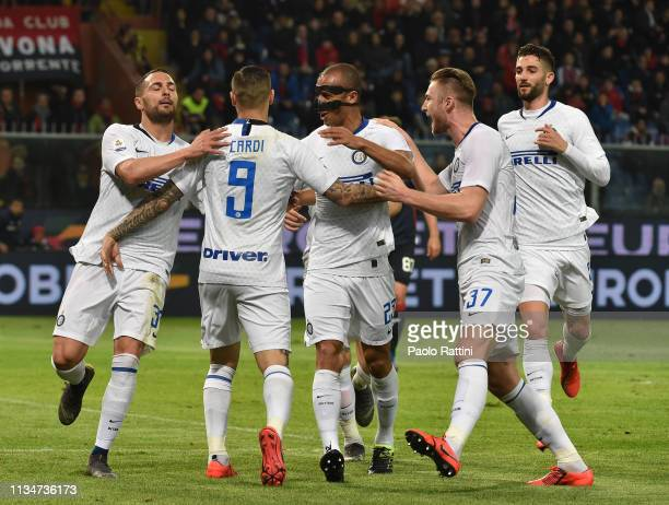 Mauro Icardi of FC Internazionale celebrates with teammates after penalty for 02 during the Serie A match between Genoa CFC and FC Internazionale at...