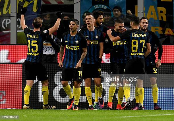 Mauro Icardi of FC Internazionale celebrates with teammates after scoring the third goal during the Serie A match between FC Internazionale and ACF...
