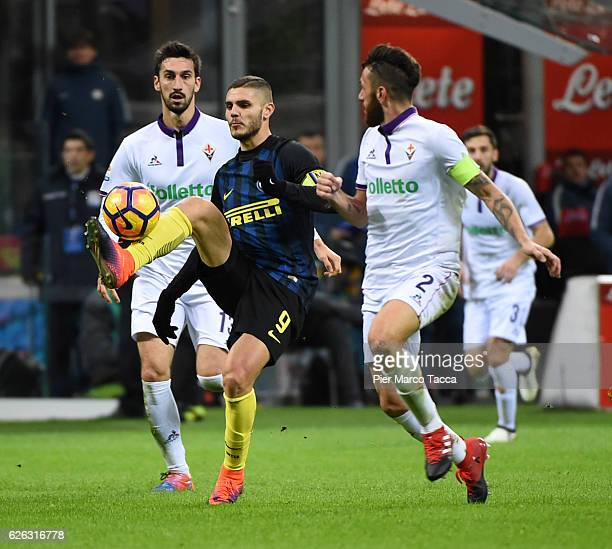 Mauro Icardi of FC Internazionale competes for the ball with Gonzalo Rodriguez of ACF Fiorentina during the Serie A match between FC Internazionale...