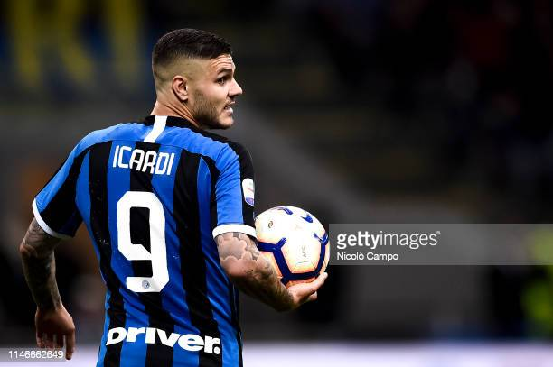 Mauro Icardi of FC Internazionale holds the ball during the Serie A football match between FC Internazionale and Empoli FC. FC Internazionale won 2-1...