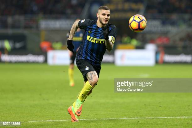 Mauro Icardi of FC Internazionale in action during the Serie A match between FC Internazionale and AS Roma at Stadio Giuseppe Meazza AS Roma wins 31...