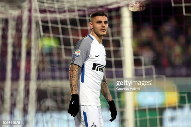 Mauro Icardi of FC Internazionale in action during the serie A match between ACF Fiorentina and FC Internazionale at Stadio Artemio Franchi on...