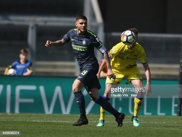 Mauro Icardi of FC Internazionale in action during the serie A match between AC Chievo Verona and FC Internazionale at Stadio Marc'Antonio Bentegodi...