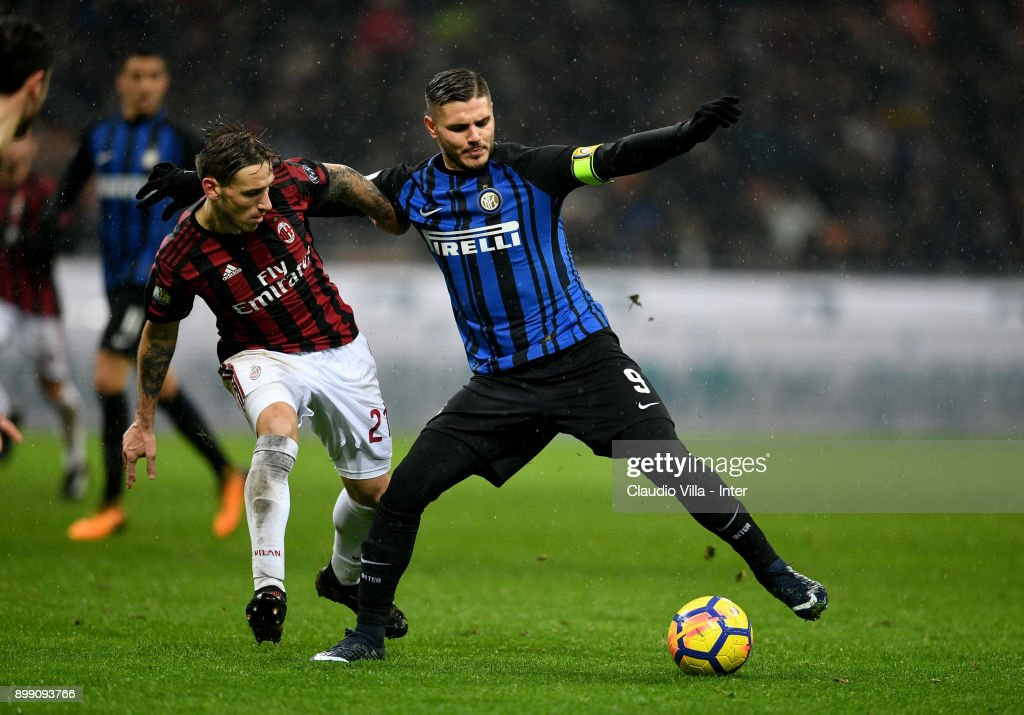 Mauro Icardi of FC Internazionale (R) in action during the TIM Cup match between AC Milan and FC Internazionale at Stadio Giuseppe Meazza on December 27, 2017 in Milan, Italy.
