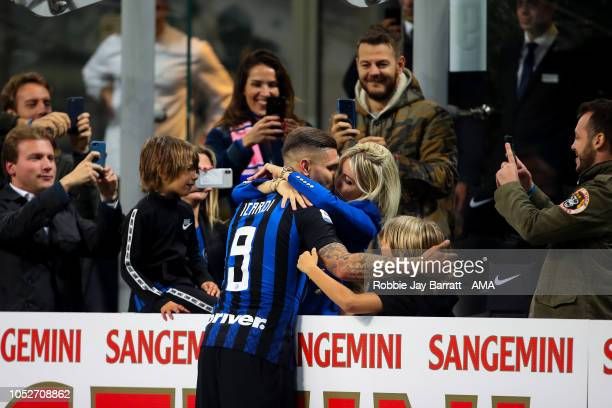 Mauro Icardi of FC Internazionale kisses his wife at full time in celebration after scoring the winning goal during the Serie A match between FC...