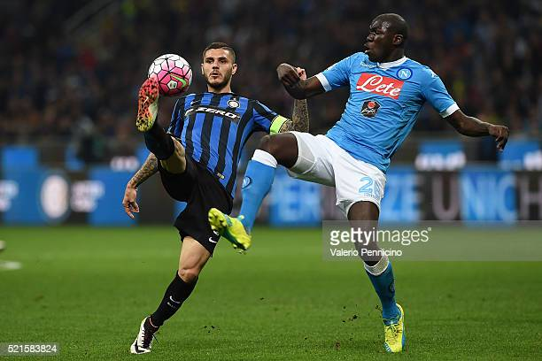 Mauro Icardi of FC Internazionale Milano controls the ball against Kalidou Koulibaly of SSC Napoli during the Serie A match between FC Internazionale...