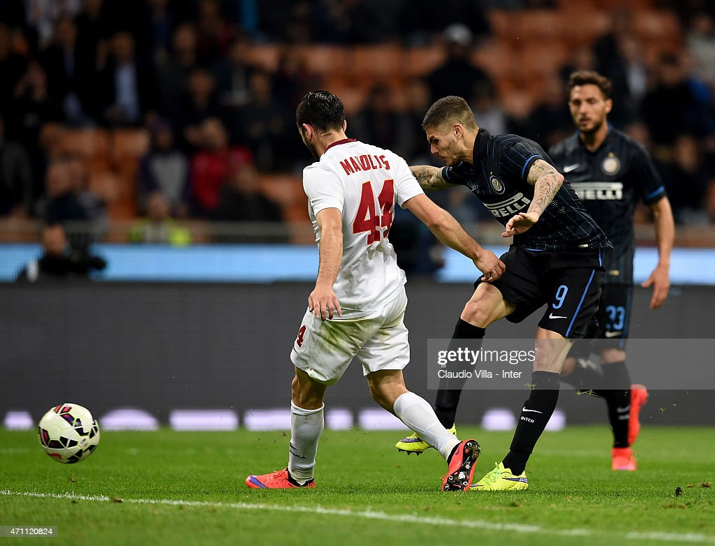 Mauro Icardi of FC Internazionale #9 scores the second goal during the Serie A match between FC Internazionale Milano and AS Roma at Stadio Giuseppe Meazza on April 25, 2015 in Milan, Italy.