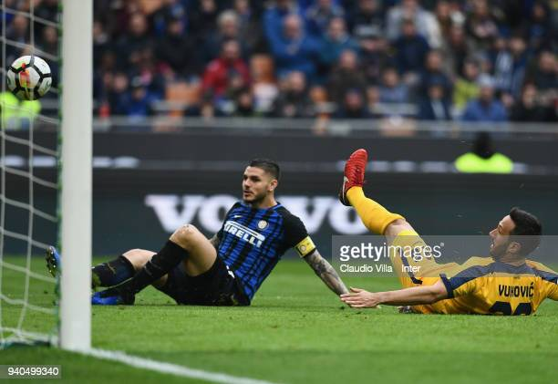 Mauro Icardi of FC Internazionale scores the third goal during the serie A match between FC Internazionale and Hellas Verona FC at Stadio Giuseppe...