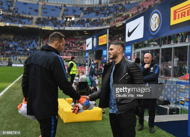 Mauro Icardi of FC Internazionale shakes hands with Samir Handanovic of FC Internazionale before the serie A match between FC Internazionale and...