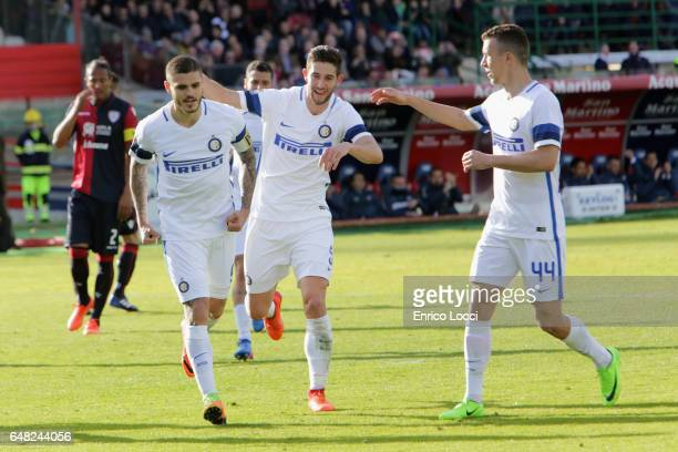 Mauro Icardi of Inter celebrates his goal 14 with the teammates during the Serie A match between Cagliari Calcio and FC Internazionale at Stadio...