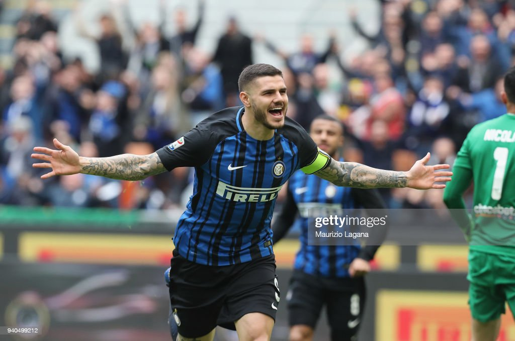 Mauro Icardi of Inter celebrates the opening goal during the serie A match between FC Internazionale and Hellas Verona FC at Stadio Giuseppe Meazza on March 31, 2018 in Milan, Italy.