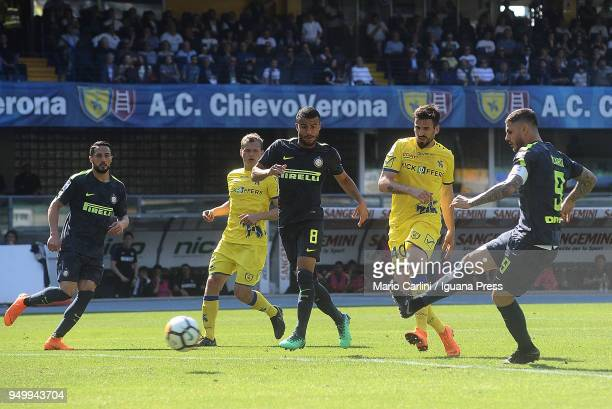 Mauro Icardi of Internazionale FC scores the opening goal during the serie A match between AC Chievo Verona and FC Internazionale at Stadio...