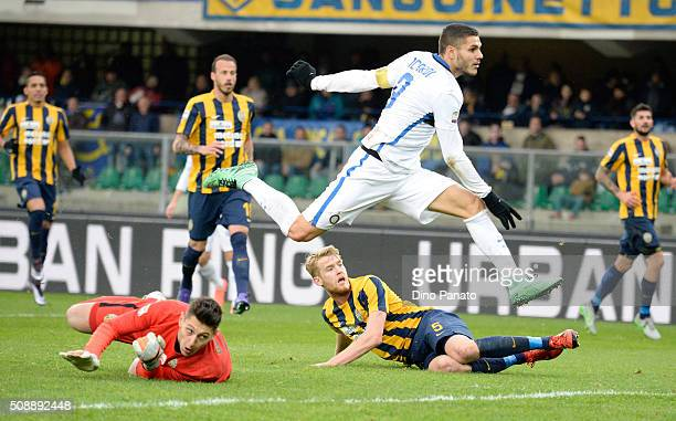 Mauro Icardi of Internazionale Milano scores his team's second goal during the Serie A match between Hellas Verona FC and FC Internazionale Milano at...