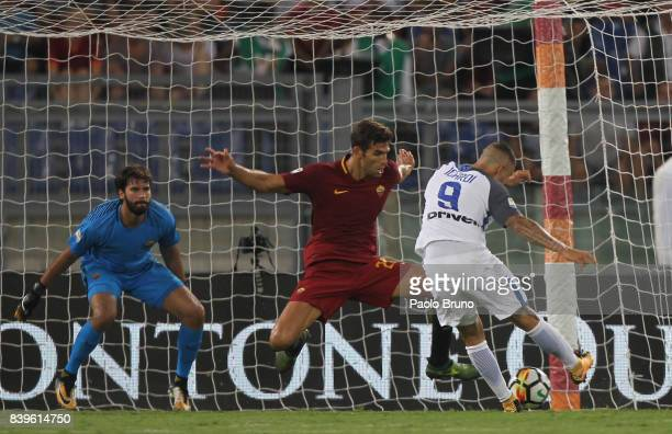 Mauro Icardi of Internazionale scores the team's second goal during the Serie A match between AS Roma and FC Internazionale on August 26 2017 in Rome...