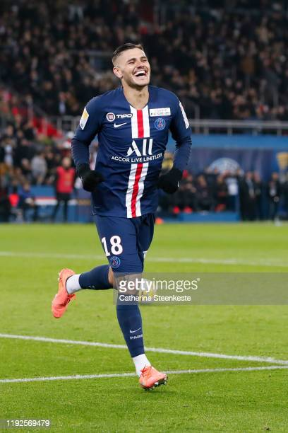 Mauro Icardi of Paris Saint-Germain celebrates his goal during the Ligue Cup match between Paris Saint-Germain and AS Saint-Etienne at Parc des...