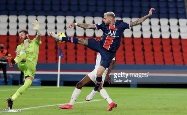 Mauro Icardi of Paris Saint-Germain kicks the ball over Alexandre Oukidja of FC Metz during the Ligue 1 match between Paris Saint-Germain and FC Metz...