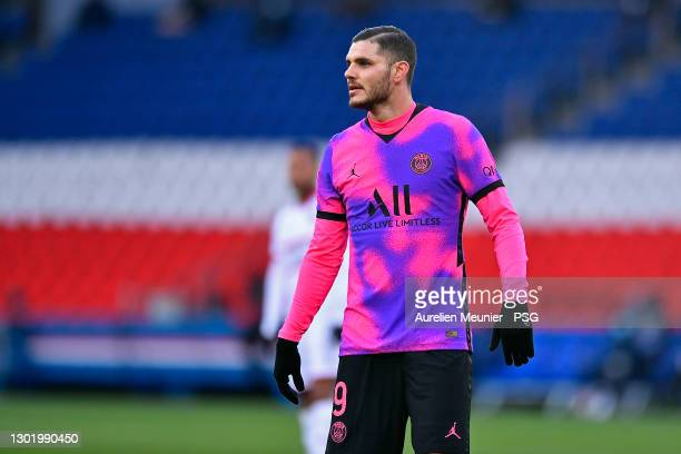 Mauro Icardi of Paris Saint-Germain looks on during the Ligue 1 match between Paris Saint-Germain and OGC Nice at Parc des Princes on February 13,...