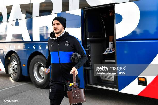 Mauro Icardi of Paris SaintGermain walks out of the bus as the team arrive to Dijon for the French Cup match between Dijon and Paris at Stade Gaston...