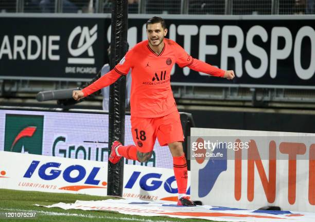 Mauro Icardi of PSG celebrates scoring a goal during the Ligue 1 match between Amiens SC and Paris Saint-Germain at Stade de la Licorne on February...