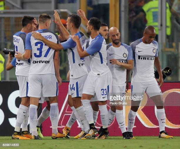 Mauro Icardi with his teammates of Internazionale celebrates after scoring the team's first goal during the Serie A match between AS Roma and FC...