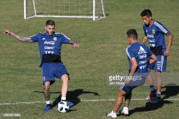 Mauro Icaredi of Argentina controls the ball during a training session ahead of the international friendly match against Mexico on November 18 2018...